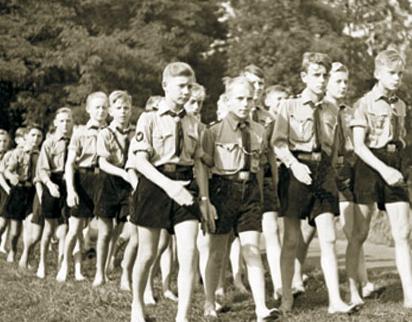 Comment s'appelle l'organisation de jeunesse mise en place par les nazis ?